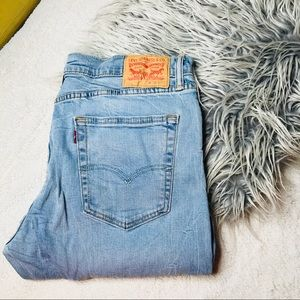 Men's Distressed Levi Jeans